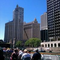 Foto tomada en Chicago Architecture Foundation River Cruise por James G. el 6/25/2012