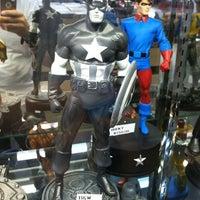 Das Foto wurde bei Bedrock City Comic Co. von Ruben L. am 6/7/2012 aufgenommen
