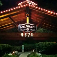 Foto scattata a Karl Strauss Brewery & Restaurant da Stephanie P. il 1/17/2012
