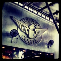 Photo prise au Wings Coffee par Edward F. le7/7/2011