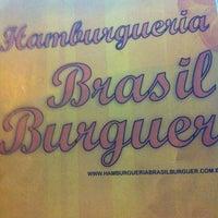 Foto tirada no(a) Brasil Burger por Daniela K. em 12/13/2011