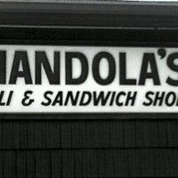 Foto tirada no(a) Mandola's Deli por Jay N. em 8/24/2011