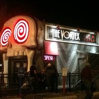 รูปภาพถ่ายที่ The Vortex Bar & Grill โดย Sergio R. เมื่อ 11/14/2011