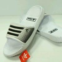 ... Foto diambil di Adidas Factory Outlet oleh INdie B. pada 11 6 2011 ... 111383d7dc