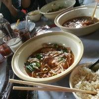 8/21/2012 tarihinde พลอยใส ว.ziyaretçi tarafından ก๋วยเตี๋ยวไก่ตุ๋น ucom'de çekilen fotoğraf