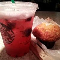 Photo prise au Starbucks par Ben R. le7/16/2012