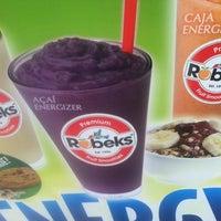 Foto scattata a Robeks Fresh Juices & Smoothies da Warren G. il 5/4/2012