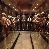 Foto tomada en Museo de las Momias de Guanajuato por Rulo R. el 6/23/2012
