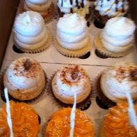 Снимок сделан в Gigi's Cupcakes пользователем Michele C. 1/28/2012