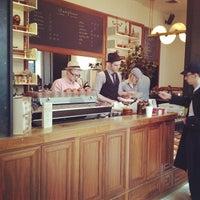Das Foto wurde bei Stumptown Coffee Roasters von John A. am 11/29/2011 aufgenommen