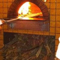 Foto scattata a Pizzeria Mozza da Anthony R. il 10/25/2011