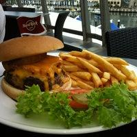Foto tirada no(a) Hard Rock Cafe Sydney por Gabi S. em 2/22/2012