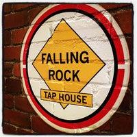 Foto scattata a Falling Rock Tap House da Sean B. il 2/5/2012