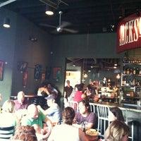 Foto tomada en Jackson's Bar & Bistro por Colt B. el 6/11/2011