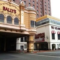Das Foto wurde bei Bally's Casino & Hotel von Anthony M. am 8/19/2012 aufgenommen