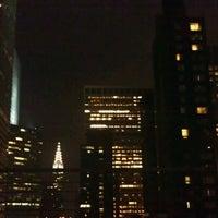 Das Foto wurde bei Renaissance New York Hotel 57 von Nikki V. am 8/12/2012 aufgenommen