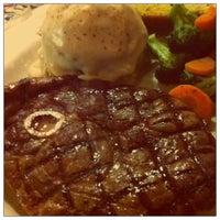 Foto diambil di Chili's Grill & Bar Restaurant oleh Michelle Y. pada 9/11/2011