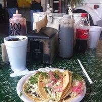 Foto tirada no(a) Taco Bus por Mike K. em 6/17/2012