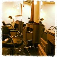 Das Foto wurde bei Melrose & McQueen Salon von Karen P. am 3/31/2012 aufgenommen