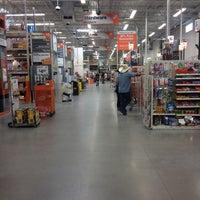 รูปภาพถ่ายที่ The Home Depot โดย Scott Z. เมื่อ 6/7/2012