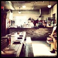 Das Foto wurde bei Roberta's Pizza von Zenkichidad am 7/25/2012 aufgenommen