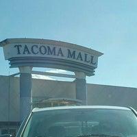 Foto tirada no(a) Tacoma Mall por Dave D. em 5/10/2012
