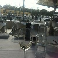 Foto diambil di Manta Restaurant oleh Eleanor G. pada 7/2/2012