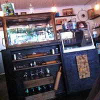 Das Foto wurde bei Dun-Well Doughnuts von Brad B. am 5/15/2012 aufgenommen