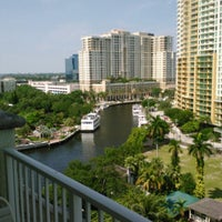 Foto diambil di Riverside Hotel oleh Charlie M. pada 6/30/2012