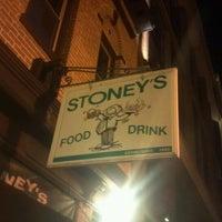 Das Foto wurde bei Stoney's Restaurant von Justin D. am 3/6/2012 aufgenommen