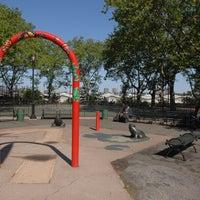 Photo prise au DeWitt Clinton Park par NYC Parks le5/30/2012