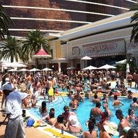 Das Foto wurde bei Encore Beach Club von Justin C. am 8/6/2012 aufgenommen