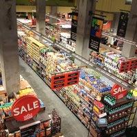 Foto tomada en Whole Foods Market por Tracy Y. el 7/23/2012
