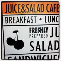 Foto scattata a Juice & Salad da Visne K. il 6/5/2012