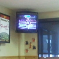 Foto diambil di Frank's Pizzeria oleh Joseph D. pada 1/22/2012