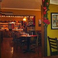 12/16/2011 tarihinde Clara G.ziyaretçi tarafından Rostie Restaurant'de çekilen fotoğraf