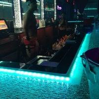 รูปภาพถ่ายที่ Piranha Nightclub โดย Iran M. เมื่อ 8/20/2012