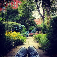 Foto diambil di The Garden at St. Luke in the Fields oleh White C. pada 6/8/2012