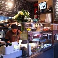 Foto diambil di Taïm Falafel and Smoothie Bar oleh insun k. pada 2/24/2012