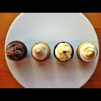 8/11/2012에 Fernando D.님이 FairyLand Cupcakes에서 찍은 사진