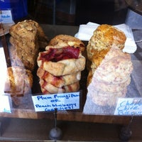 Foto tirada no(a) Awaken Cafe & Roasting por Briana V. em 7/24/2012