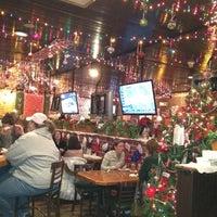 รูปภาพถ่ายที่ Village Tavern & Grill โดย Darrell N. เมื่อ 12/29/2011