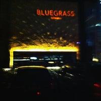 Foto tirada no(a) Bluegrass Bar & Grill por Beno S. em 4/6/2012