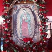 Foto tirada no(a) Laredo Taqueria por Kuyawes H. em 5/17/2012