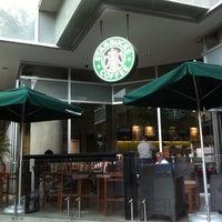 Foto diambil di Starbucks oleh Apolo L. pada 6/29/2011