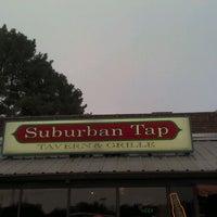 Foto tirada no(a) Suburban Tap por Chad M. em 9/21/2011