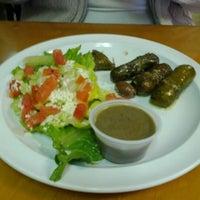 Foto tomada en Oliveo Grill por Chris K. el 1/21/2012