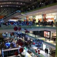 รูปภาพถ่ายที่ Athens Metro Mall โดย Leonidas V. เมื่อ 11/27/2011