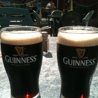 Foto scattata a The Old Triangle Irish Alehouse da Nathan C. il 7/3/2012
