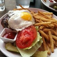 รูปภาพถ่ายที่ The Spotted Horse Tavern โดย Caroline M. เมื่อ 5/24/2012